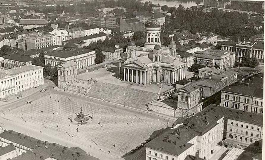 Сенатская площадь в Гельсингфорсе.