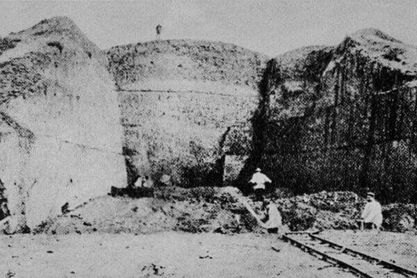 Раскопки царского захоронения в кургане Солоха Н.И. Веселовским