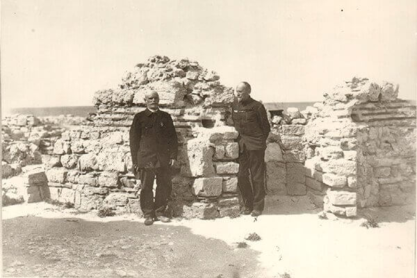 Начало систематических раскопок Херсонеса Таврического под общим руководством ИАК