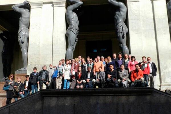 Участники конференции ВА2012 у Нового Эрмитажа