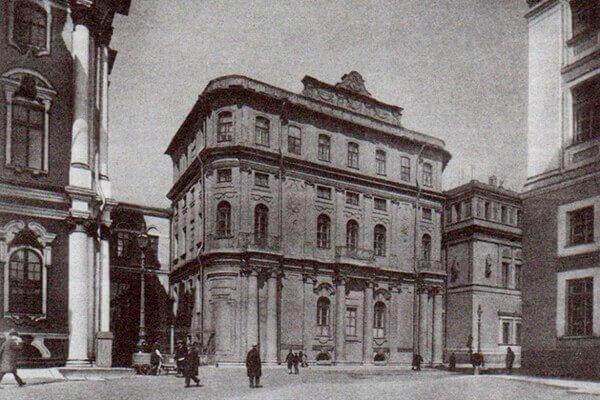 Вид на Малый Эрмитаж с Дворцовой площади