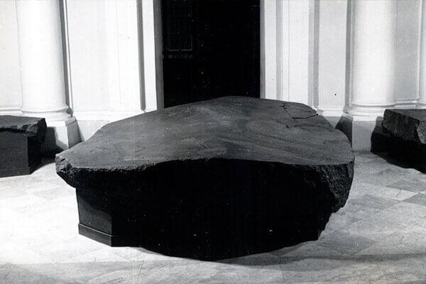 Плита с Бесова носа в галерее Растрелли. 1935.