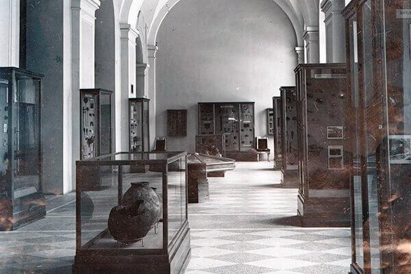 Экспозиция эпохи бронзы на Кавказе в галерее Растрелли. 1940.
