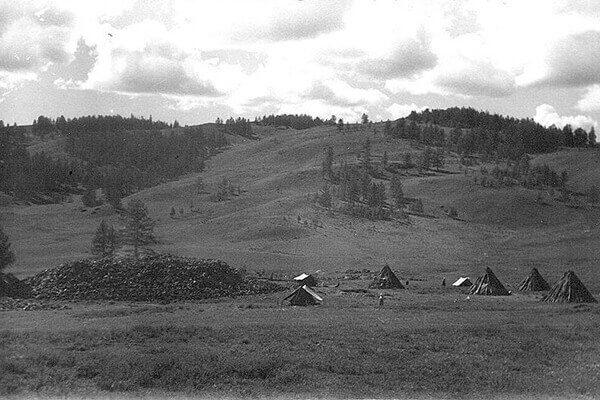 Лагерь в Пазырыкском ущелье. 1948.