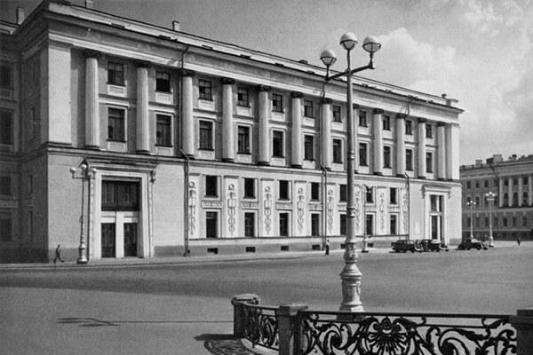 Здание Штаба Гвардейского корпуса (Гвардейского Экипажа)