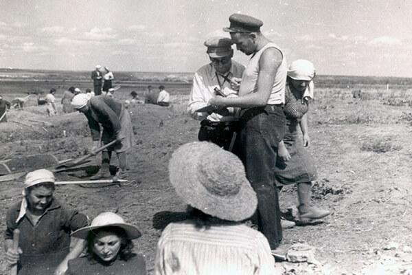 На раскопках. 1951.