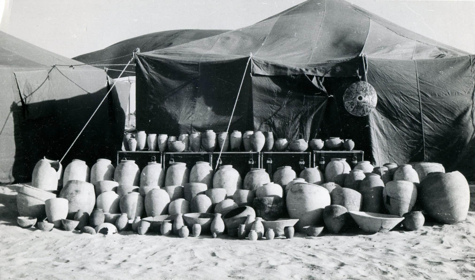 Сосуды из подземного хранилища в Хор-Дауде